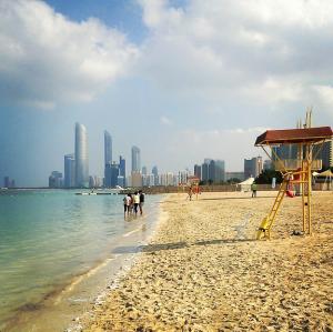 Abu Dhabi on a dirham   Corniche free beach